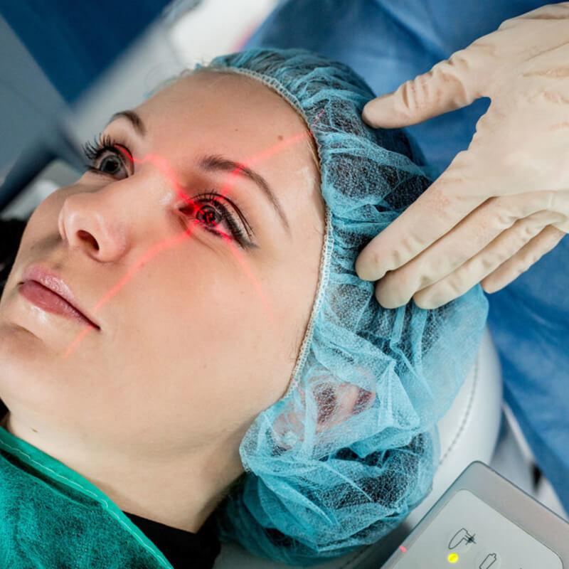 Лазерная операция по восстановлению зрения показывают свой член